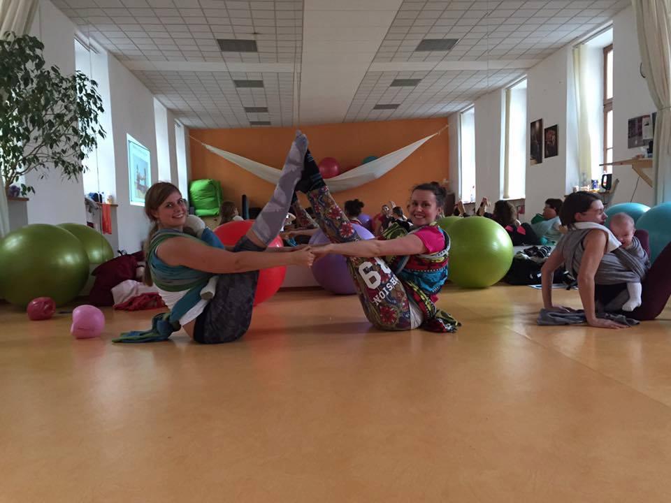 Cvičení s dětmi v šátku 2