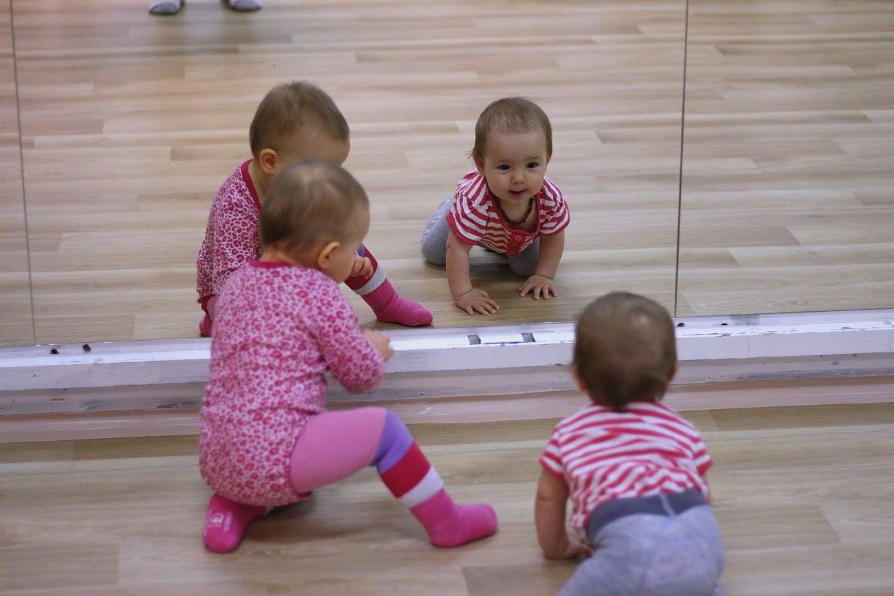 Děti před zrcadlem