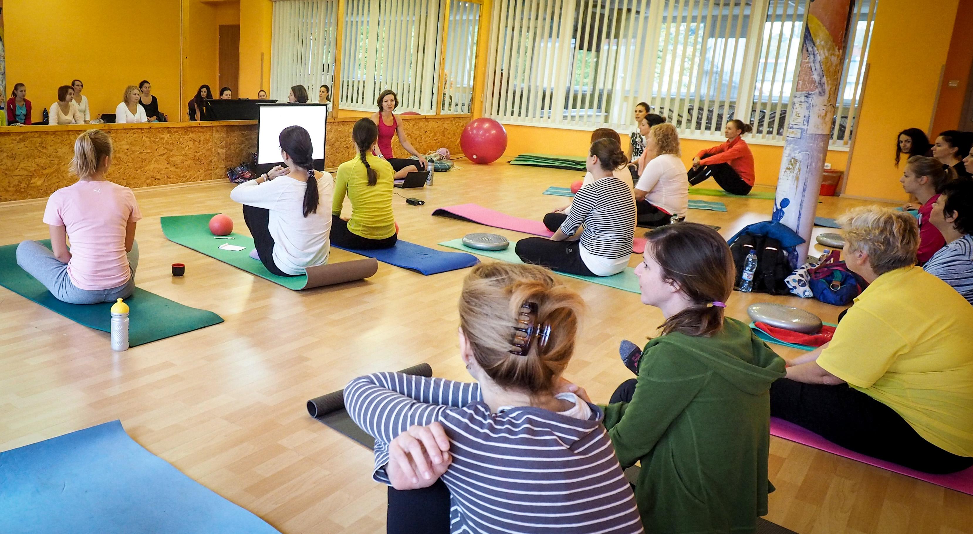 Poporodní skupinové cvičení u fyzioterapeuta